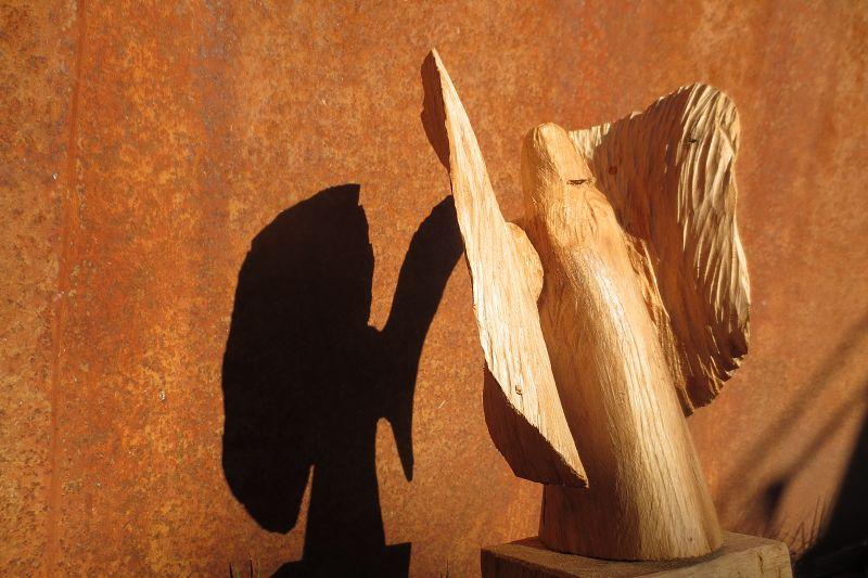 Engel aus Eichenholz